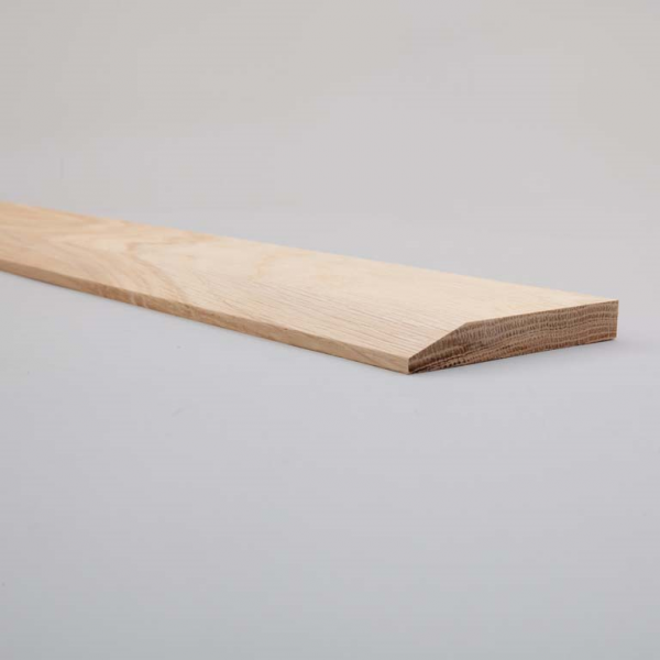Oak Chamfer Skirting 115mm Closeup Web